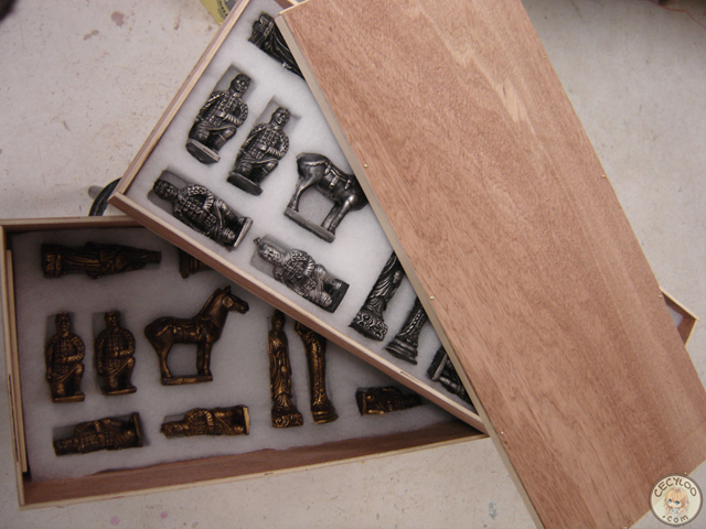 Castings: Chess game in wooden box